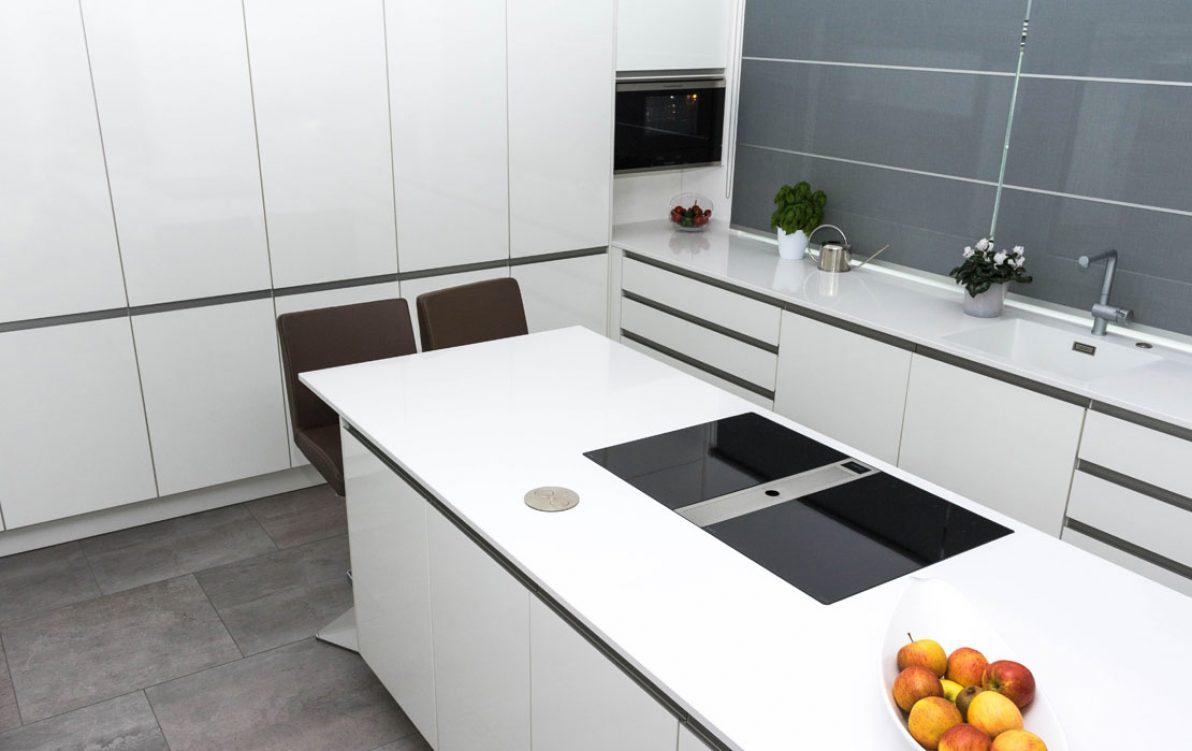 Alpinweiße küche in hochglanz u bÖhm interieur projekte