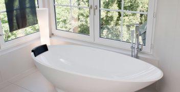 Schlichte randlose Badewanne von Victoria + Albert