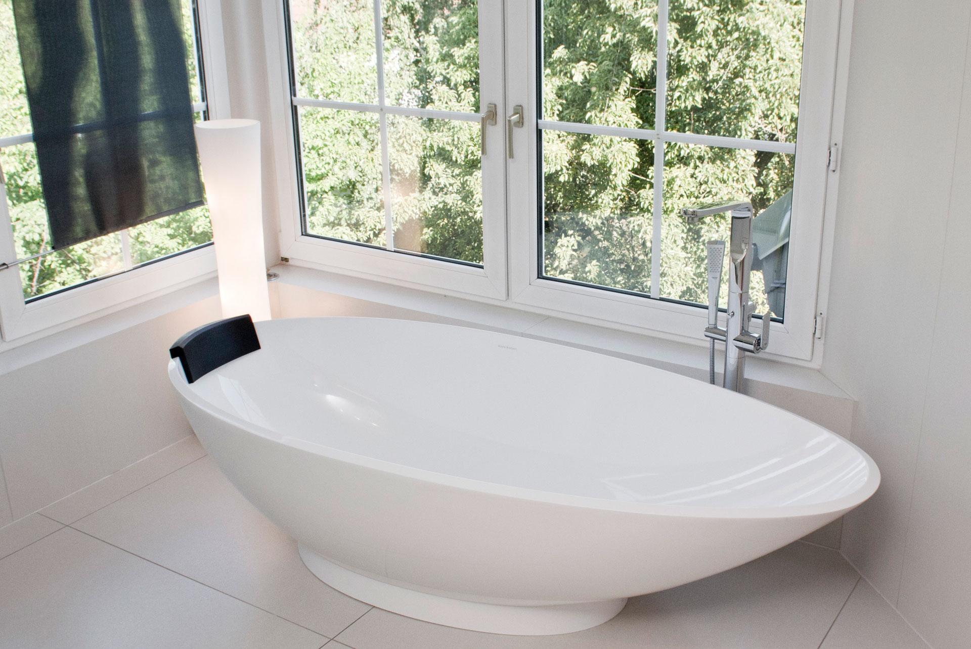 33 Verwinkeltes Designerbad – B–HM Interieur Projekte Victoria & Albert Napoli freistehende Badewanne
