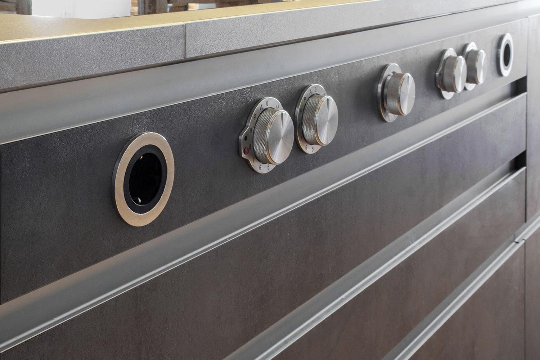 moderne insel in rustikalem bauernhaus b hm interieur projekte. Black Bedroom Furniture Sets. Home Design Ideas