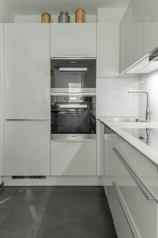 futuristische k che in u form b hm interieur projekte. Black Bedroom Furniture Sets. Home Design Ideas