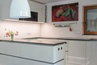 Küche als Inszenierung: Premiumoberflächen und optimale Anordnung setzen neue Akzente
