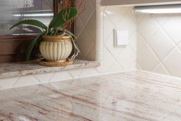 Naturstein als Designakzent: von der Küchenarbeitsplatte bis zur Fensterbank
