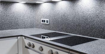 Perfekt ausgeleuchtet: Kochfeld BORA Professional mit integriertem Dunstabzug