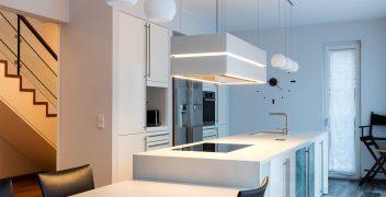 Sanierung der Kücheninsel mit neuen Keramikoberflächen aus VidroStone XXL-Keramik