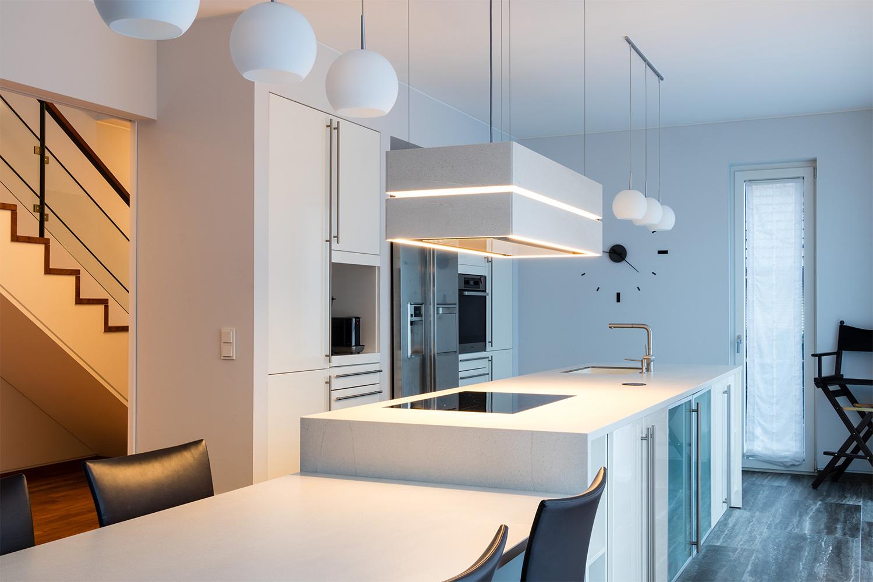 Kücheninsel im Lot – BÖHM Interieur Projekte