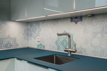 Nischenrückwand mit Ornamentverzierung kreiert orientalisches Flair
