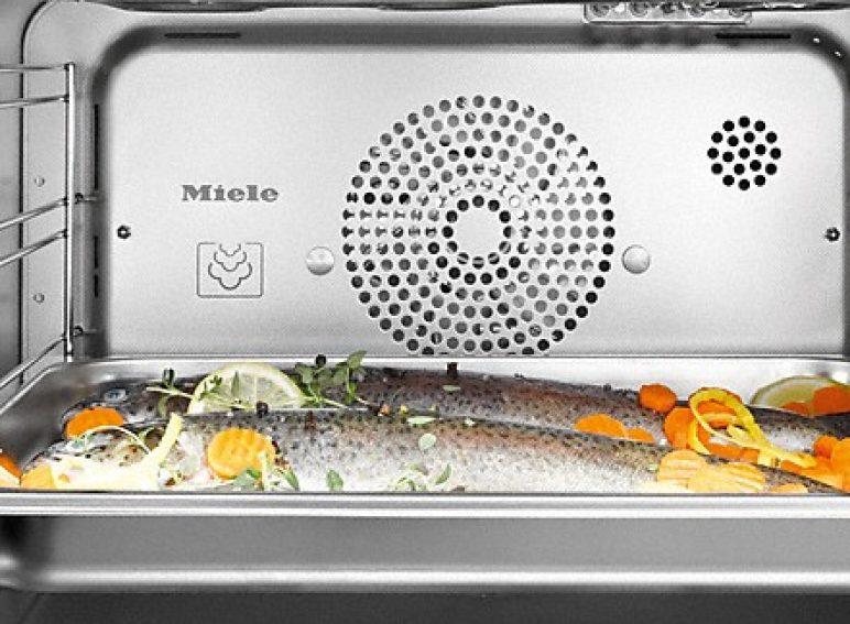 XL-Garraum - Keine Platzprobleme: Komplette Menüs für bis zu 10 Personen finden genauso Platz wie ganze Fische oder Geflügel.