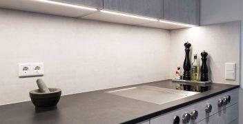 Hitzebeständig und abriebfest ist die Küchenarbeitsplatte aus der High Tech Keramik VidroStone (Farbe VS6001 black CONCRETE)