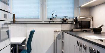 Hochwertige Küchengeräte und -mobiliar von Miele, LEICHT Küchen und BORA auf kleinstem Raum ideal angeordnet