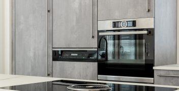 Hochwertige Einbaugeräte von Miele, Bora und Bosch minimieren den Aufwand und erleichtern das Kochvergnügen
