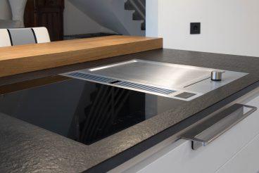 Perfekt eingelassenen Kochfeld mit integriertem Dunstabzugssystem: BORA Classic Set Flächeninduktion/ Tepan