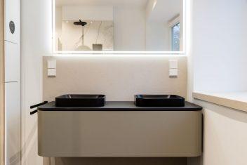 Eleganter Waschtisch Duravit Happy D.2 Plus mit zwei Aufsatzwaschbecken