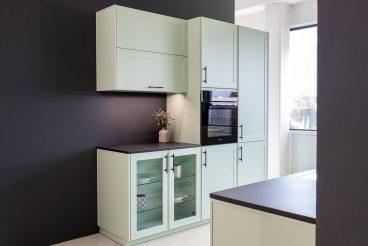 LEICHT Küche Verve-FS - Moderne Landhausküche in mildgrauen Grün