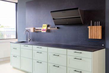 LEICHT Küche Verve-FS - Küchenzeile aus Unterschränken und Keramikarbeitsplatte von VidroStone in schwarz