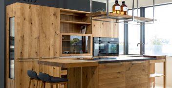 Musterküche TEAM 7 loft in Eiche wild mit Arbeitsplatte aus VidroStone High Tech Keramik
